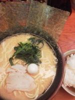 「ラーメン¥600(醤油、濃いめ、硬め)+小ライス(ランチサ)」@濃厚とんこつラーメン 川口家の写真