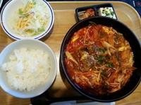 「辛麺ランチ(並盛・1辛)880円」@焼肉 楽楽苑の写真