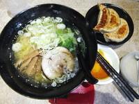 「塩ラーメン500円(味濃&こってり&にんにく)&半餃子」@麺王 柏東口店の写真