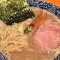 「濃厚塩らーめん700円」@もんなか 〇心厨房の写真