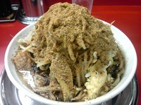 「ラーメン680円(230gチャーシュー2枚)野菜ニンニク魚粉」@麺でる 帝京大塚店の写真
