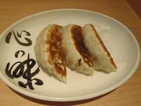 「心の味餃子(3個)(350円)」@松戸富田製麺 ららぽーとTOKYO-BAY店の写真