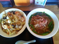 「ラーメンセット(台湾ラーメン+中華飯)680円」@台湾料理 天福の写真
