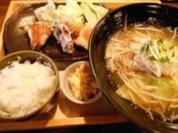 「美味だれからあげミニラーメンセット」@上田からあげセンターの写真