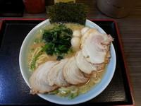 「醤油チャーシュー麺+うずら」@横浜家系ラーメン 港家の写真