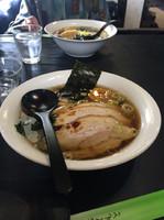 「醤油ラーメン+肉まし」@寄ってっ亭の写真
