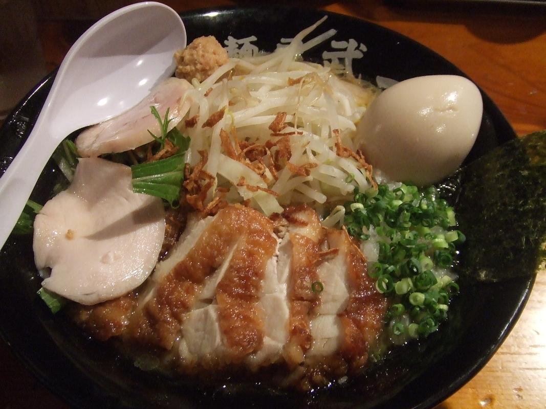チキン鶏醤油ラーメン