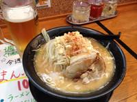 「メガ萬二郎¥800+生ビール」@横浜家系ラーメン まんぷく家 東岡崎駅前店の写真
