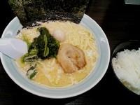 「醤油ラーメン ¥680+ライス(サービス)」@横浜家系ラーメン 日テレ通り 魂心家の写真