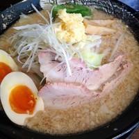 「醤油らぁめん(脂多め 麺少なめ⇒味玉)680円」@拉麺雷多の写真