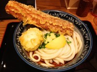 「ちく玉天ぶっかけ+焼酎一番札」@釜たけうどん 八重洲北口店の写真
