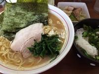 「ラーメン中+キャベチャー+ランチサービス中ご飯」@横浜らーめん 初代 常翔家の写真