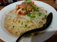 「ピリ辛鶏キムチの冷やし麺950円」@ともや食堂 藤岡店の写真
