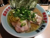 「ラーメン 680円 ※硬め・多め」@横浜家系 元町家の写真