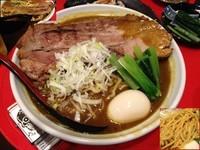 「厚切り炙りチャーシュー麺(カレー)+特製ギョーザ」@らー麺's kitchen かわべの写真