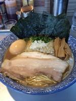 「味玉きまぐれ煮干ソバ+海苔+和え玉」@豚骨一燈の写真