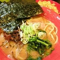 「豚骨醤油ラーメン+キャベチャー(670円+100円)」@よつばの写真
