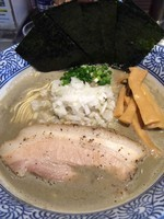 「濃厚きまぐれ煮干ソバ+海苔+和え玉」@豚骨一燈の写真