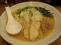 「濃厚鶏白湯大盛(醤油、鶏チャーシュー)750円」@麺屋 飛翔の写真