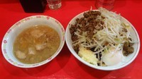 「小つけ麺(800円)+温泉玉子+チーズ ニンニクカレー」@ラーメン二郎 府中店の写真