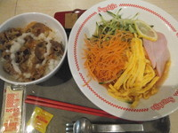 「冷やしラーメン&おろしドレ牛丼セット780円」@スガキヤ 大垣アピタ店の写真