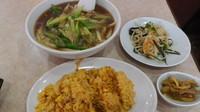 「豚肉とネギ炒め刀削麺+半炒飯セット」@聚香閣の写真