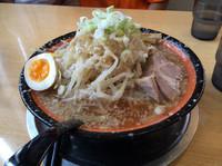 「背脂醤油中太麺750円+大盛100円」@らーめん飛雄馬 見附店の写真