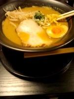 「濃厚川蟹味噌ラーメン900円俵おにぎりサービス」@がにひろの写真
