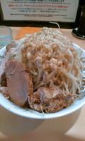 「醤油+豚ダブル850円(ヤサイ、ニンニク、アブラ、カラメ)」@らー麺 シャカリキの写真