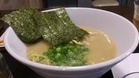 「濃厚鶏白湯ラーメン」@やきとり家 すみれ 武蔵小杉店の写真