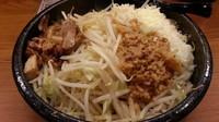 「濃厚G郎まぜ麺 小チーズ ヤサイアブラ」@三代目麺処 「まるは」極 船橋店の写真