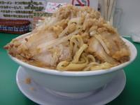 「中豚ラーメン(980円)野菜マシ、ニンニク、アブラ、カラメ」@今を粋ろ 米子店の写真