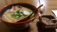 「【夜間数量限定】特濃鶏白湯+夢かおり小麦の塩炒り(サービス)」@拉麺酒房 熊人の写真