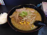 「赤味噌ラーメン(大盛り)700円+100円」@らーめん丸宮の写真