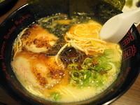 「黒こがしにんにくラーメン」@琉球新麺 通堂号の写真
