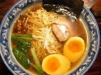 「醤油らぁ麺+薫る味玉」@麺工房 隠國 愛川本店の写真