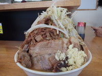 「ラーメン中豚(980円)野菜、ニンニク」@マキシマムザラーメン 初代 極の写真