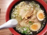 「味彩塩拉麺+煮玉子」@函館麺厨房あじさい 新千歳空港店の写真