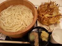 「【釜揚げうどん(大盛)】+【野菜かき揚げ】→320円」@丸亀製麺 イーサイト高崎店の写真