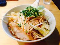 「力島¥680(中盛、スープ基本、ニンニクマシマシ、野菜マシ)」@麺歩 バガボンドの写真
