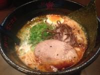 「とんこつ黒ラーメン:700円」@麺屋 宵の写真
