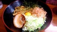 「油そは(塩)  生卵のせ」@麺処 六伍郎の写真