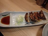 「餃子(250円)」@人類みな麺類の写真