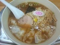 「ワンタン麺(少なめ) ¥900」@大勝軒 武蔵高萩店の写真