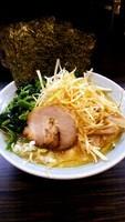 「ネギ醤油ラーメン+ほうれん草+固め+濃いめ」@横浜家系ラーメン まこ家の写真