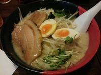 「多摩センターらーめん:熟成麺 +替え玉:赤麺」@らーめん西海 多摩センター店の写真