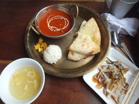 「本日のカレー1種(バターチキン)&チーズナン700円」@asiandining&bar  khushiの写真