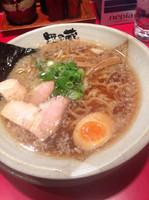 「鶏ガラ醤油 太麺 背脂こってり 680円」@越後秘蔵麺 無尽蔵 花園家の写真