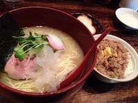 「鶏白湯らーめん(塩)+鶏そぼろ飯」@せん吉の写真