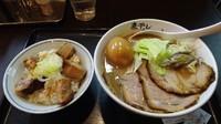 「こってり煮干し全部乗せ(1,040円)+チャーシューごはん」@つけめん らーめん 青樹 立川店の写真
